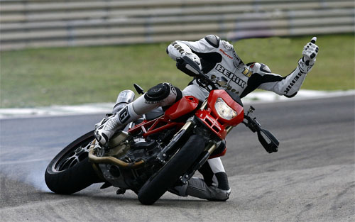 Шаблон psd - спортсмен на мотоцикле