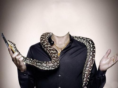 Шаблон для фотошопа - мужчина со змеей на плечах