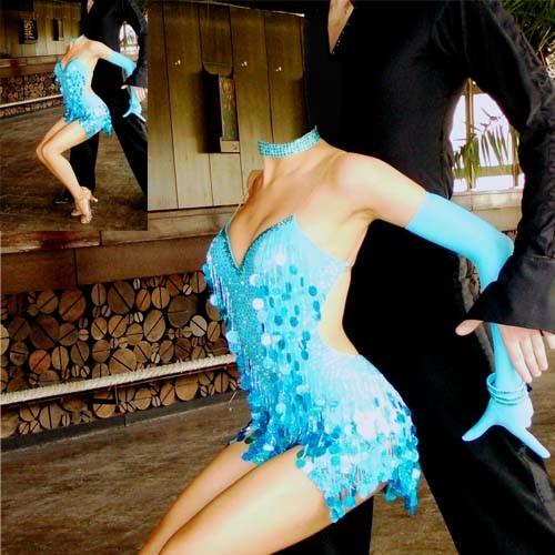 Шаблон для фотошопа - Танцовщица в ярком наряде