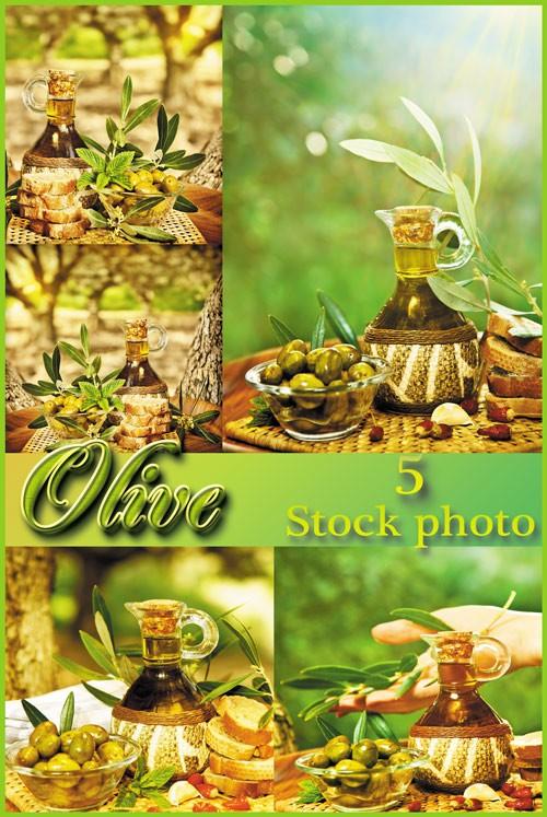 Оливки, оливковое масло на чудесном природном фоне - растровый клипарт