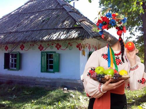 Шаблон для photoshop - В национальном костюме в сельском дворе