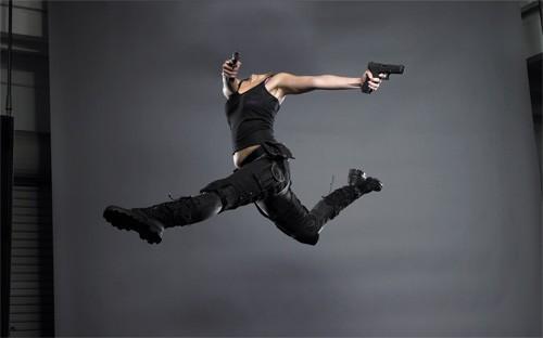 Женский шаблон - В прыжке с 2 пистолетами