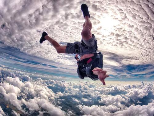 Шаблон для фотомонтажа - Парень посередине неба