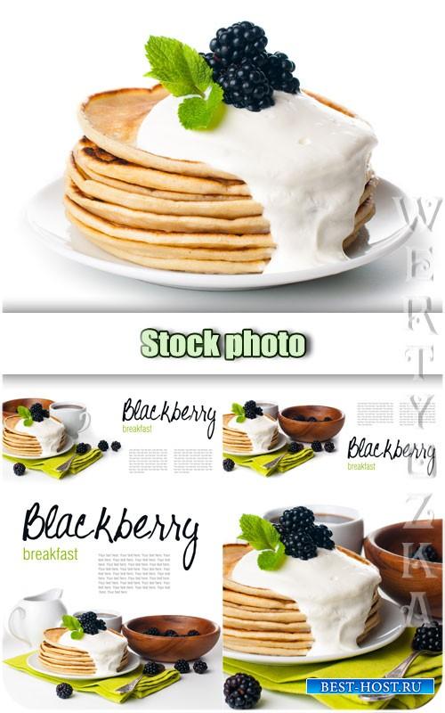 Завтрак, блины с ежевикой / Breakfast, pancakes with blackberry - Raster clipart