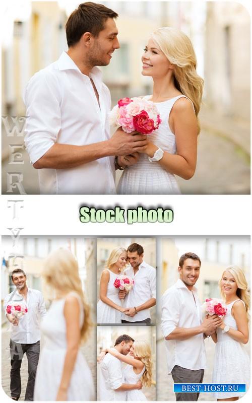 Романтичная пара на свидании / Romantic couple on a date - Raster clipart