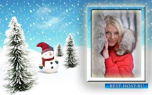 Рамка для фотомонтажа - Радостный снеговик среди елочек
