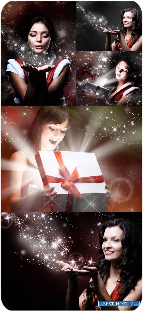 Девушки и волшебное рождественское сияние - сток фото
