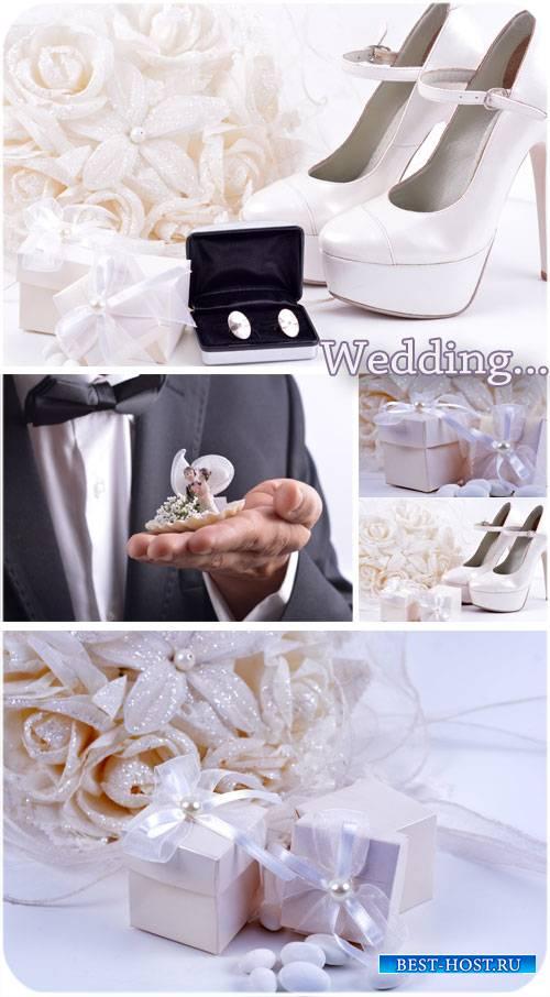 Свадебный коллаж, туфельки невесты, обручальные кольца - сток фото