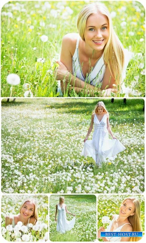 Девушка с одуванчиками / Girl with dandelions - Stock photo