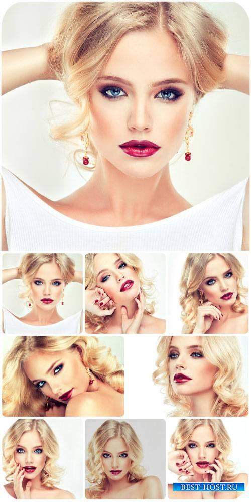 Очаровательная светловолосая молодая девушка / Charming blonde young girl - ...