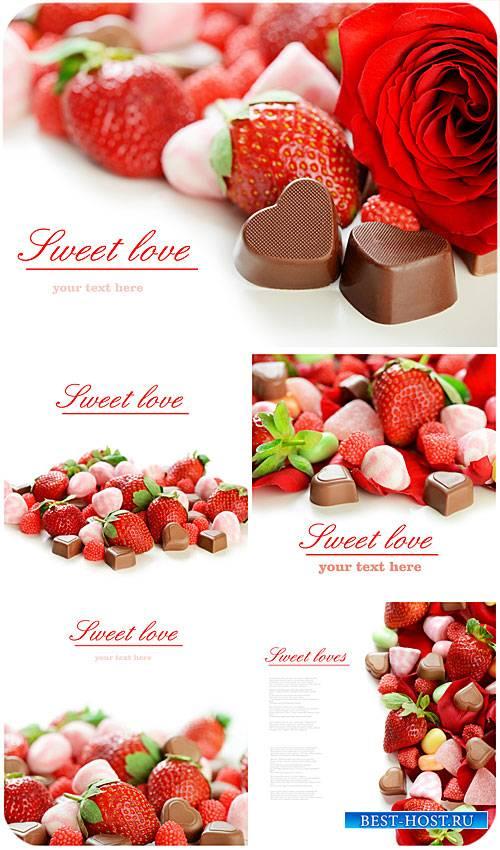 Клубника и шоколадные конфеты / Strawberries and chocolate candy - Stock photo