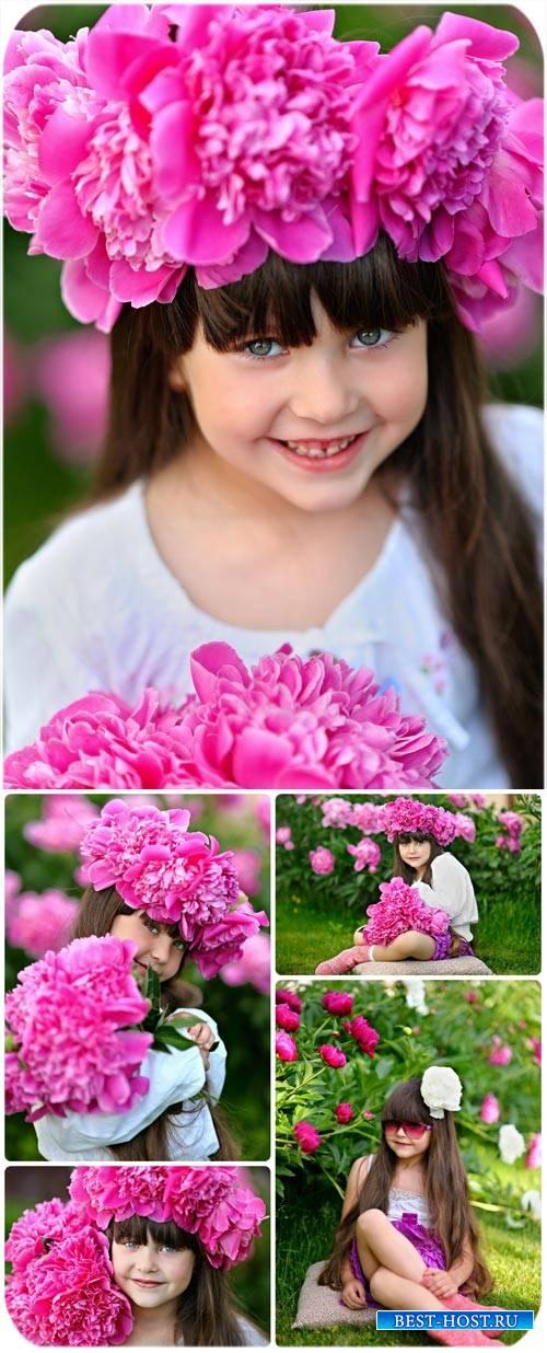 Маленькая девочка с пионами / Little girl with peony - Stock photo