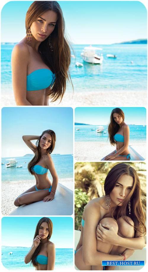 Девушка в бирюзовом купальнике / Woman in a turquoise bikini - Stock Photo