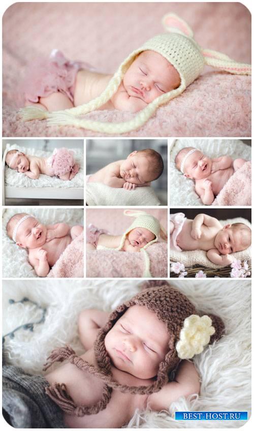 Маленькие детки, младенцы / Little kids, babies - Stock photo