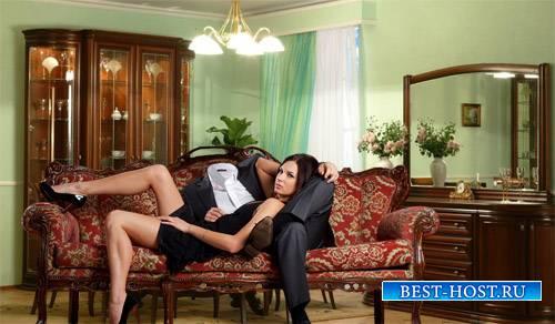 Шаблон для мужчин - Красивая девушка с вами на диване