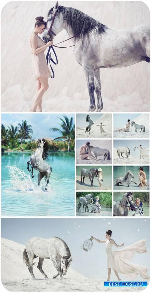 Девушки и лошади, природа / Girls and horses, nature - Stock Photo