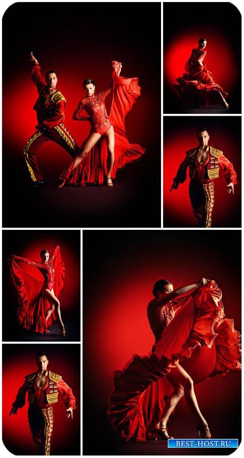 Фламенко, танцующая пара / Flamenco dancing couple - Stock Photo