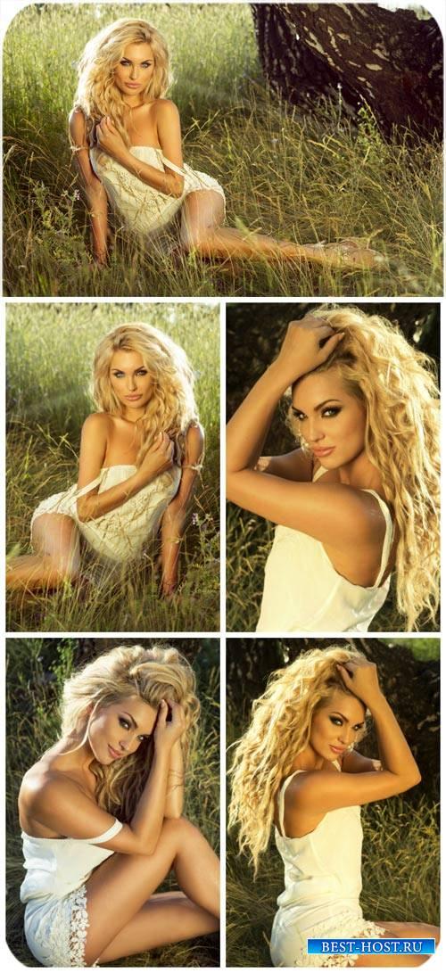 Блондинка на природе / Blonde in nature - Stock Photo
