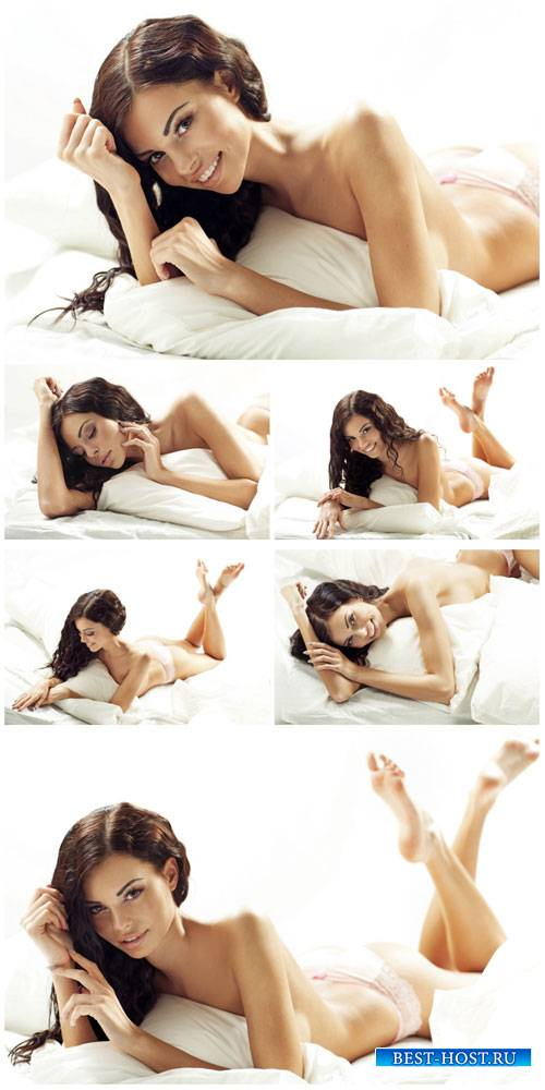 Красивая темноволосая девушка в кровати / Beautiful dark-haired girl in bed ...