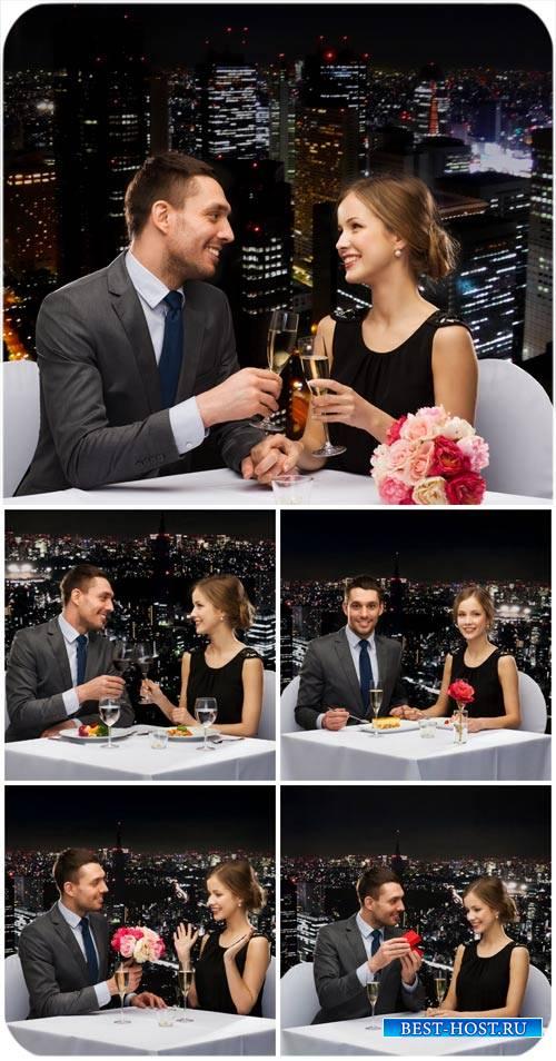 Влюбленная пара на фоне ночного города / Couple in love, city night - Stock Photo