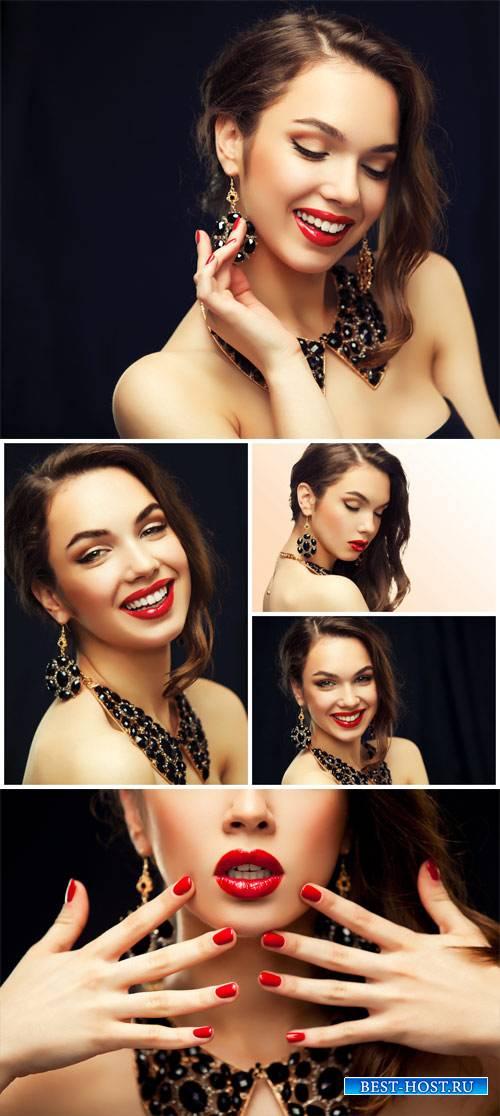 Девушка с драгоценными украшениями / Girl with jewels - Stock photo