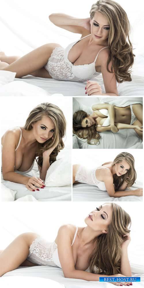 Девушка в красивом белом нижнем белье / Beautiful girl in white underwear - Stock Photo