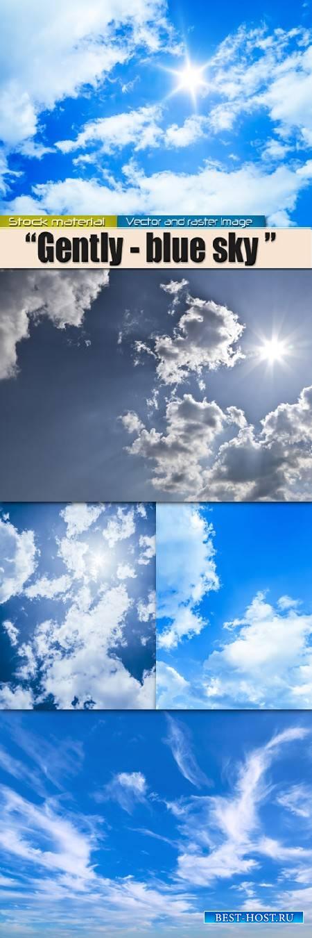 Нежно – голубое небо с белыми облаками