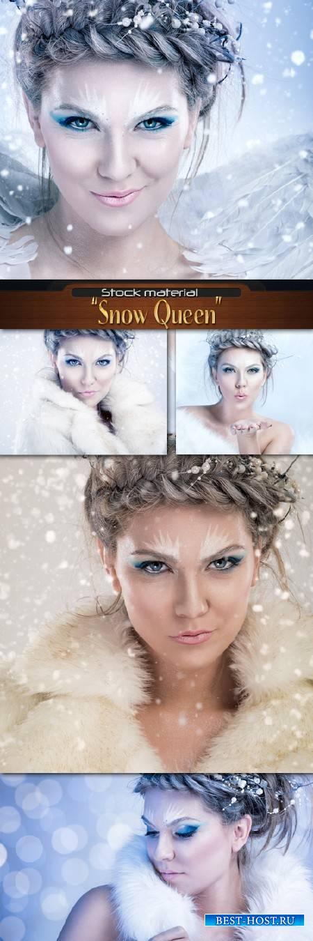 Снежная Королева с декоративными бусами в волосах
