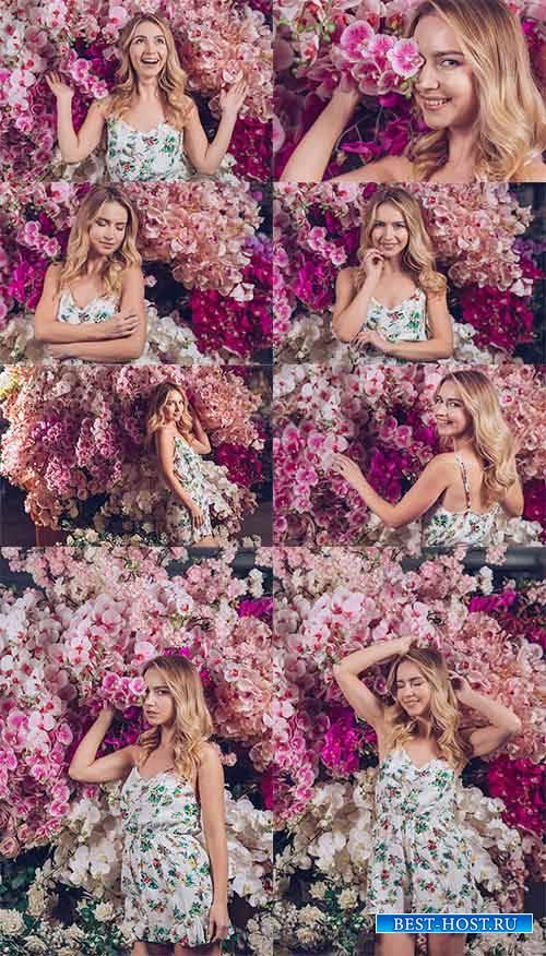Девушка и цветы - Растровый клипарт / Girl and Flowers - Raster clipart