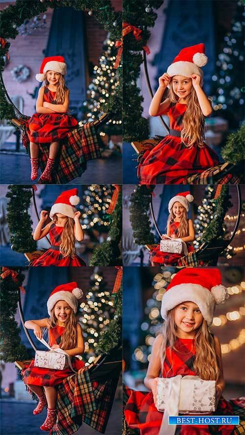 Девочка у новогодней ёлки - Растровый клипарт / Girl at the Christmas tree - Raster clipart