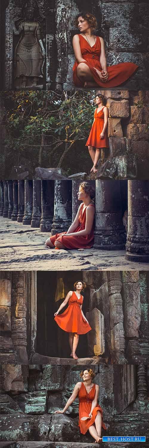Девушка в старом замке - Растровый клипарт / Girl in the old castle - Raste ...