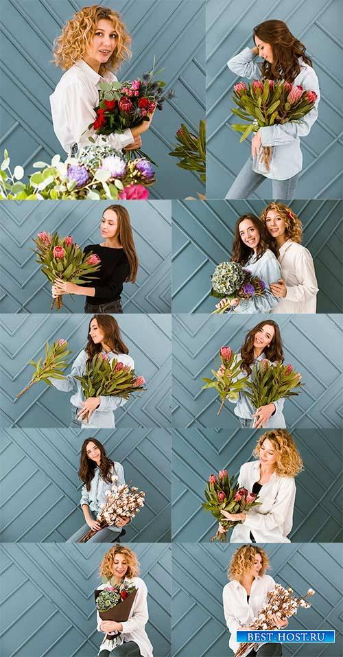 Девушка с цветами - Растровый клипарт