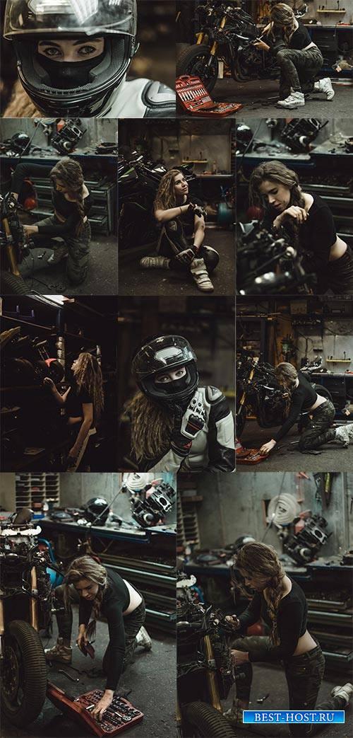 Девушка и мотоцикл - Растровый клипарт