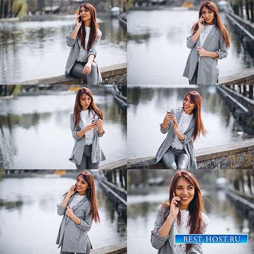 Девушка у фонтана - Фотоклипарт