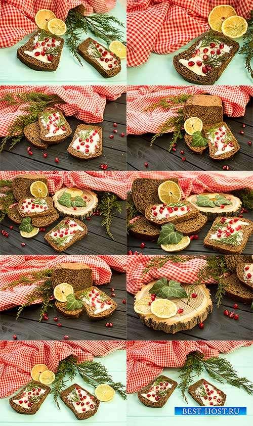 Завтрак. Ржаной хлеб с маслом, икрой, зеленью и лимон - Растровый клипарт