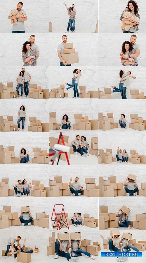 Молодые люди с коробками - Растровый клипарт