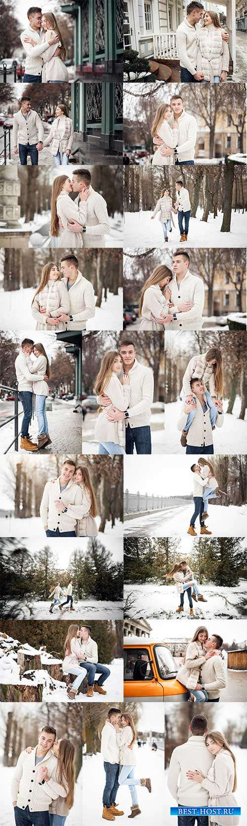 Влюблённая пара на прогулке - Фотоклипарт