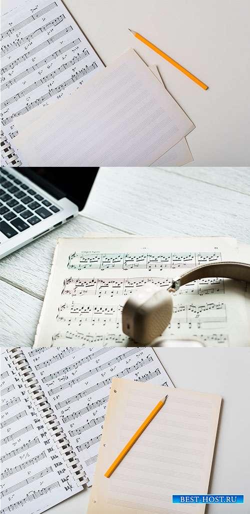 Фоны с нотной тетрадью и нотами - Растровый клипарт