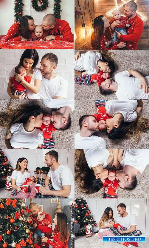 Новогодний праздник в счастливой семье - Фотоклипарт