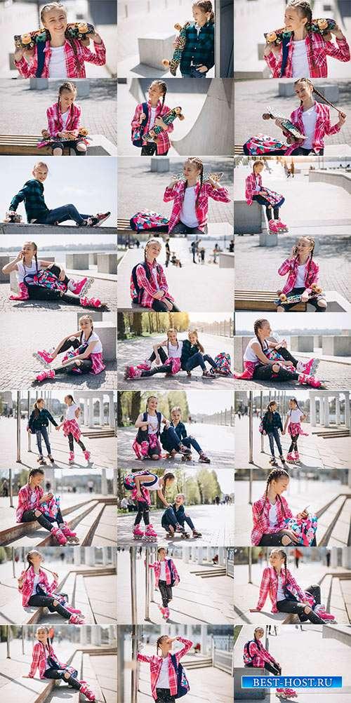 Симпатичные девочки на роликовых коньках - Фотоклипарт