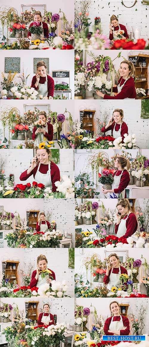 Девушка-флорист в цветочном магазине - Фотоклипарт