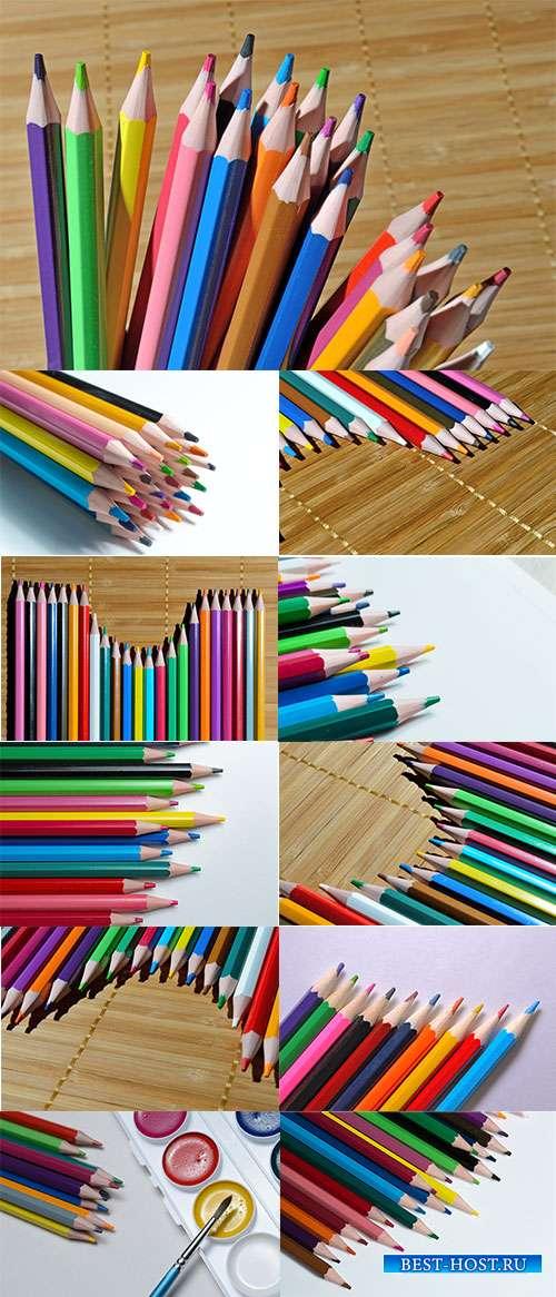 Для рисования карандаши очень любят малыши - Растровый школьный клипарт