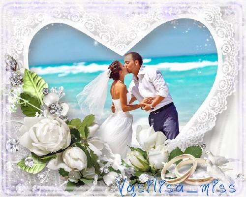 Ажурная свадебная фоторамочка с букетов белых роз и стразами