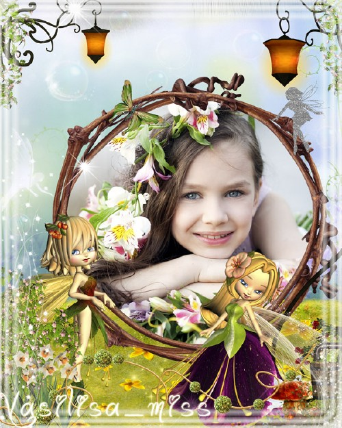 Яркая детская фоторамочка с яркими и забавными феями на красивом фоне