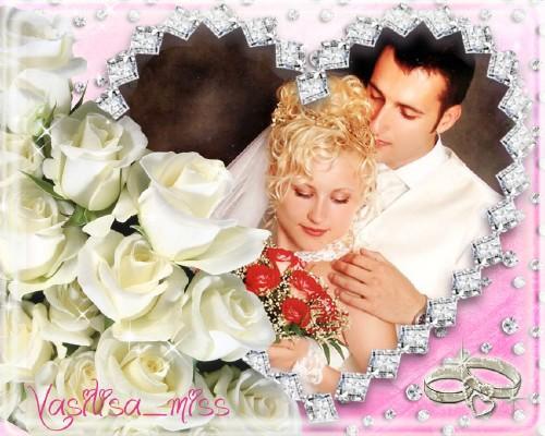 Свадебная рамочка для фотошопа с красивым вырезом и букетом белых роз