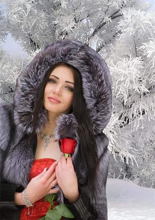 Шаблон женский для фотошопа - Девушка в шубке с розой