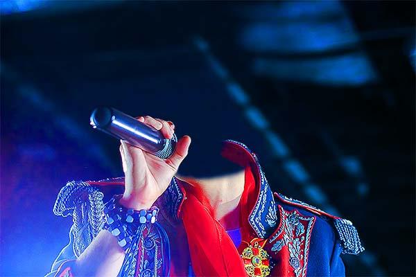 Шаблон мужской-модный певец