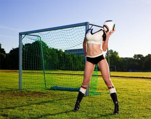 Шаблон для фото - Блестящая девушка у ворот