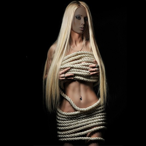 Шаблон женский - В объятьях верёвки