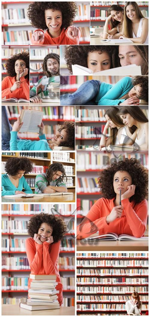 The girl in library / Студенты в библиотеке - Photo Stock